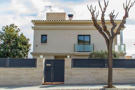 VILLA ÁLAMO , MODERNA Y CERCA BCN - Vilassar de Dalt