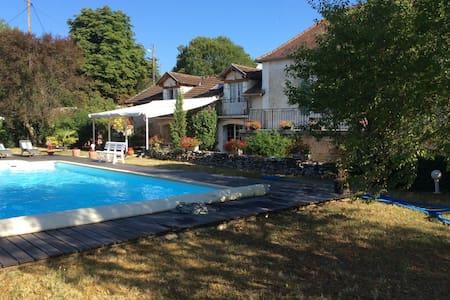Grande maison familiale + piscine - Saint-Médard