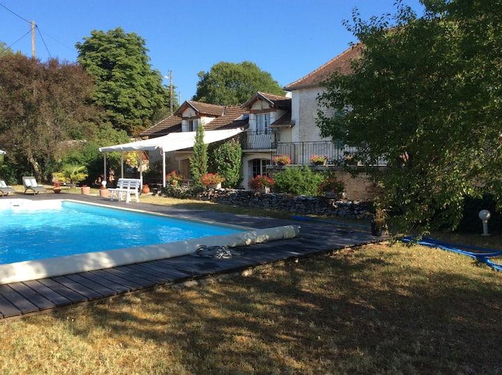 Grande maison familiale + piscine