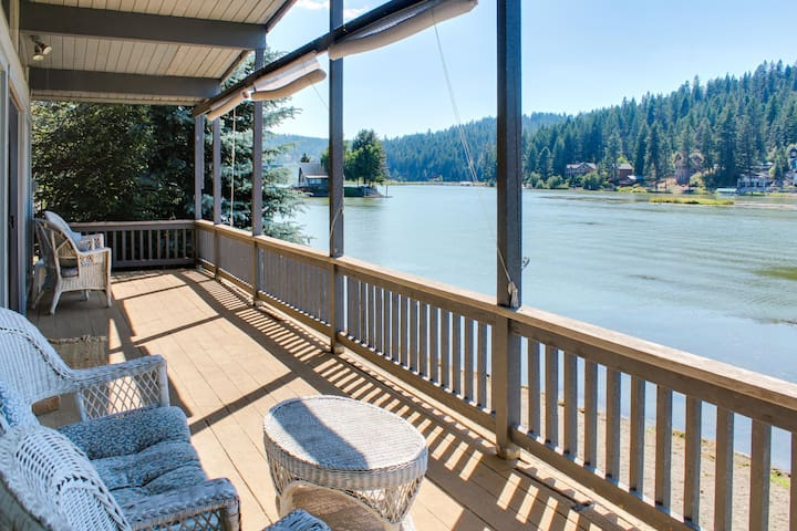 Cozy lakefront cottage w/ gorgeous view, private dock & more - dogs ok!