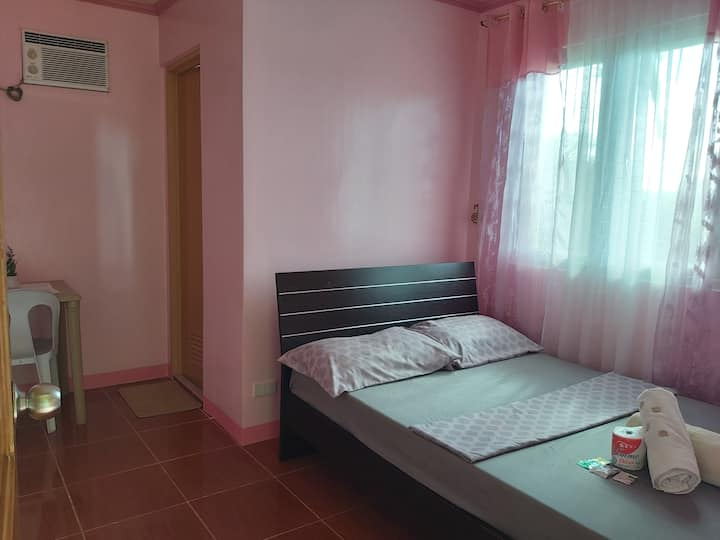 1BR for 2pax (Pink Room)