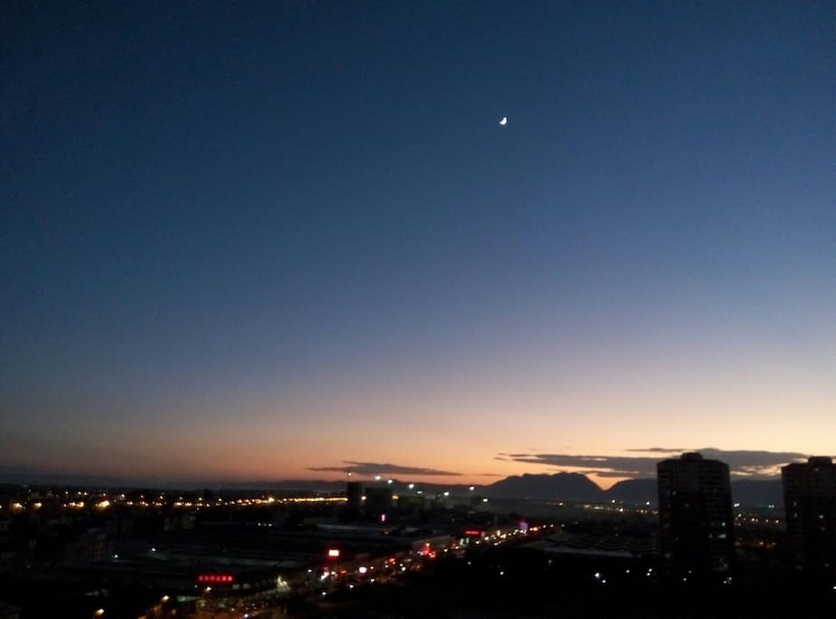 阳台观看西山