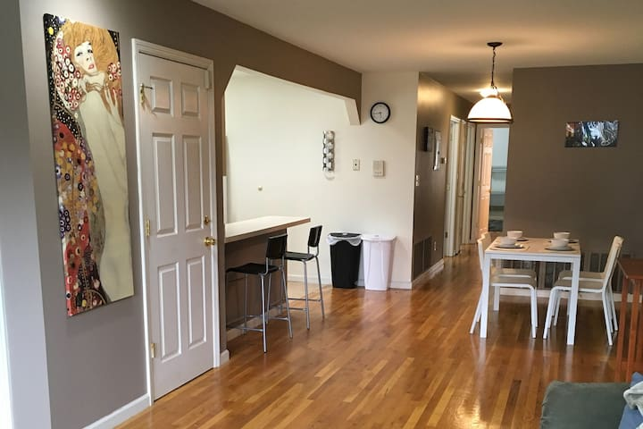 Modern 3 Bd apt 35 mins to NYC- Family/Group ready