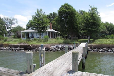 Misty Point, Eastern Bay Bungalow - McDaniel - Casa