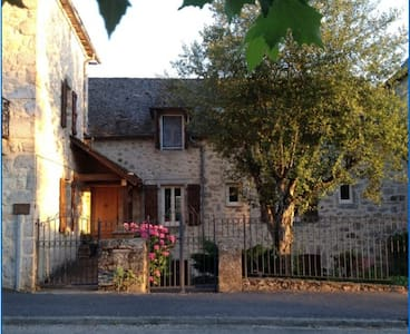 English Bed & Breakfast, Aveyron, SW France - Lunac
