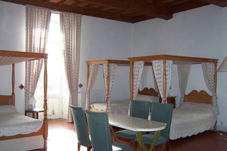 chambre de Guiraude dans un château - Trausse