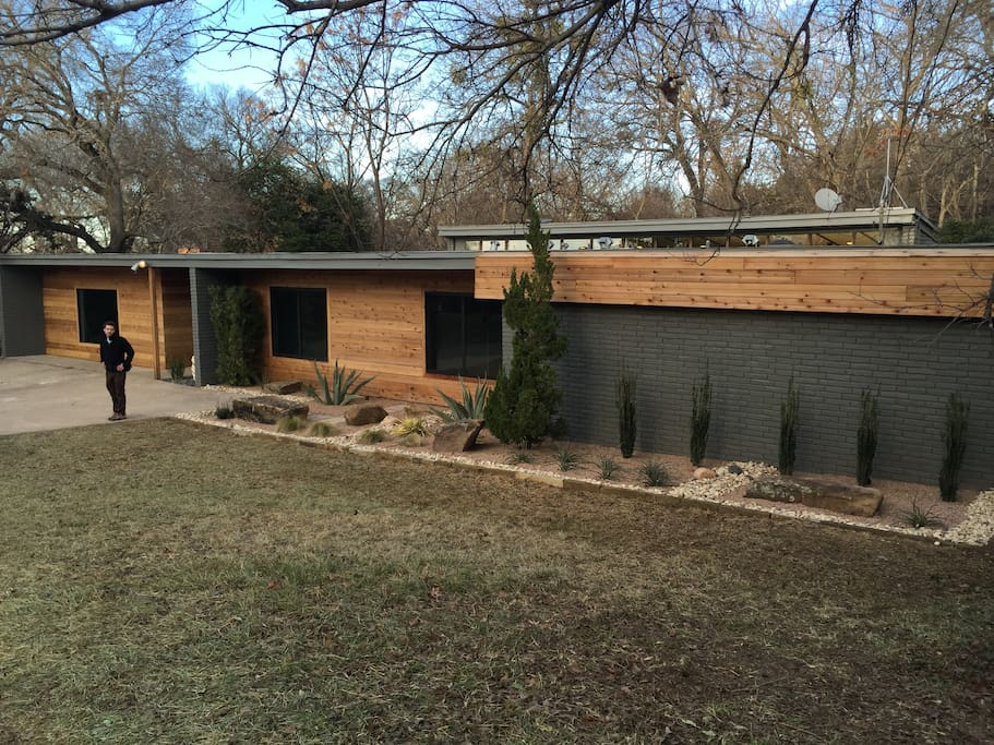 From fixerupper famous waco mid mod sleeps 10 12 houses for Home builders in waco texas area