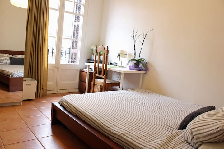 Big Bedroom in Poble Sec