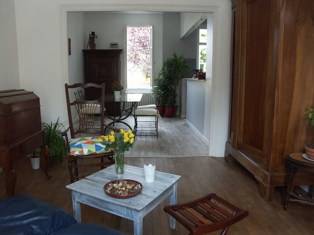 Quiet room kitchen near towncentre - Bergerac - Huis