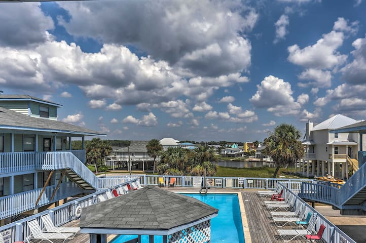 Cozy Gulf Shores Condo Just Steps from the Shore!