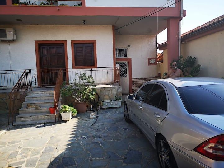ΜΠΟΥΓΟΣ  HOUSE Gastouni