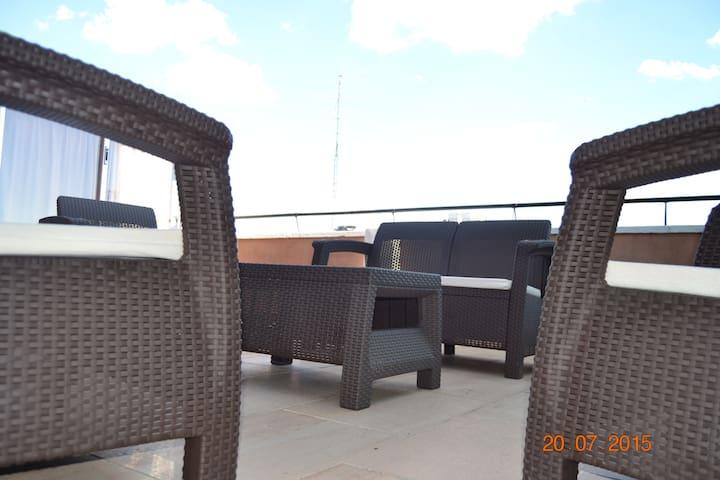 Atico amplio y equipado - Madryd - Apartament