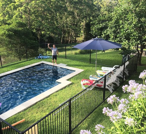 A comfy Farm Stay - 10 mins from Highway with pool