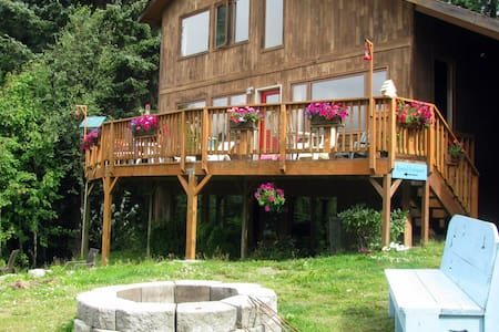 Hidden Cove Suite w/Hot Tub, pet friendly - Haines