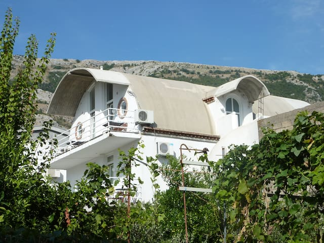 Eight Mini apartments-apartment 03 - Sutomore - House