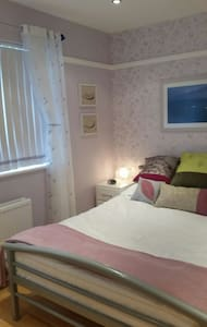 Double en-suite room in quiet area
