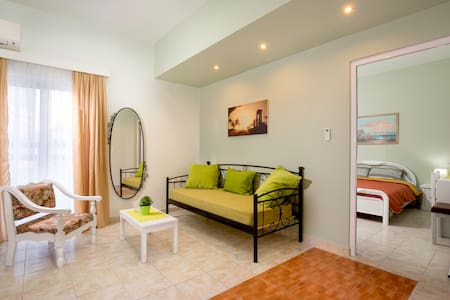 "centrally located  apart ""Iris"" - Faliraki - Apartemen"