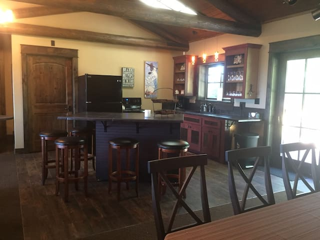 3 bdrm/2 bath in Whitefish on Private Lake in Town