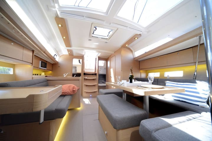 Luxury sailing boat (3 cabins+2 heads) - Ta' Xbiex