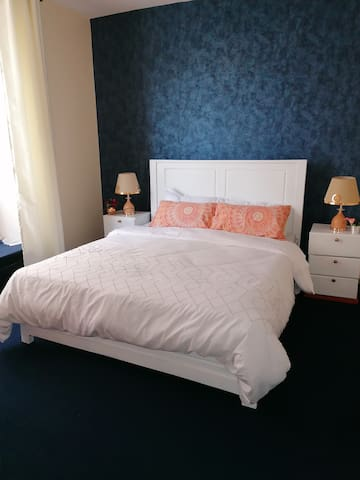 Queen bed with very comfortable mattress, clean sheets and cozy pillows.