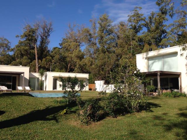 2 casas con piscina en el bosque - Punta del Este - Villa