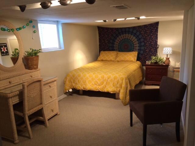 Queen sized bed, nightstand, desk