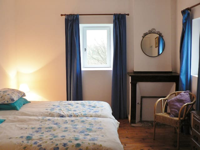 Laytoure: Acacia Room B&B - Saint-Victor-Rouzaud - Bed & Breakfast