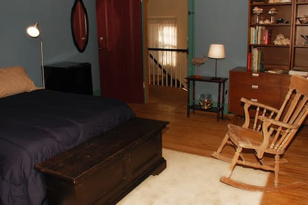 Flying Whale Landing - Geneva