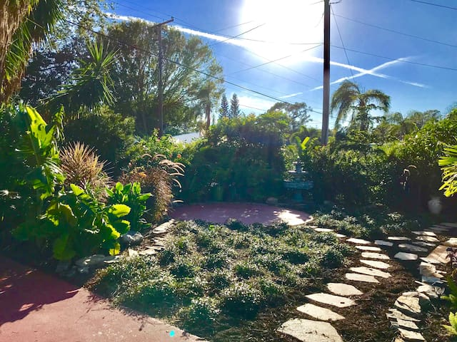 Secret Garden Private Tropical Landscaped Front Yard