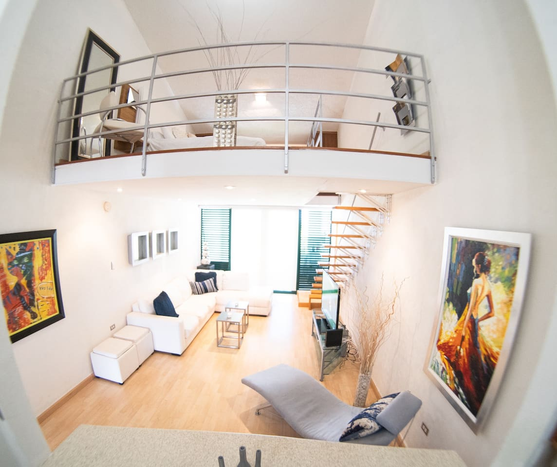 Loft apartment place with king bed, cable tv and plenty of space