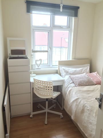 Very Clean Quiet and Cozy room - Londres - Apartamento