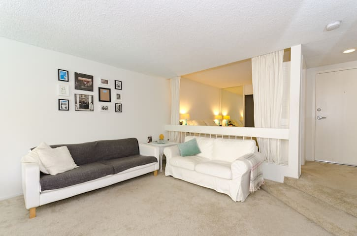 Large Studio in the Heart of WEHO - West Hollywood - Departamento