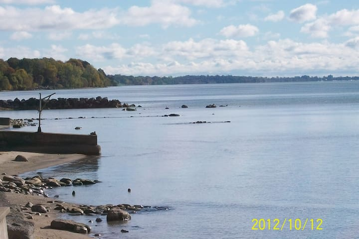 Shoreline Serenity, Private Suite