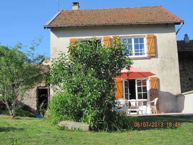 La maison de Marie dans le Haut Beaujolais - Ranchal - Casa