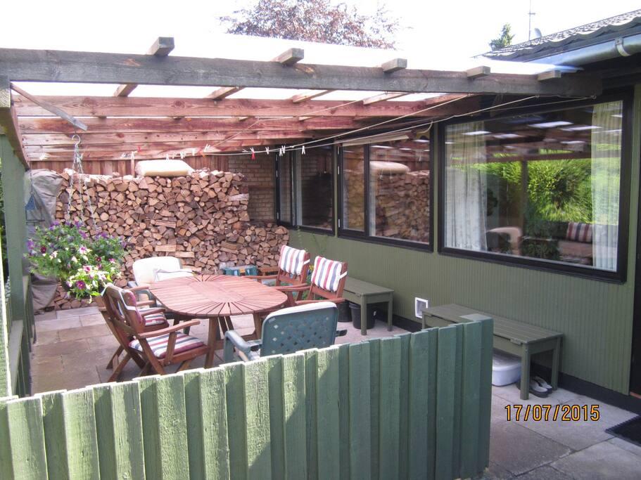 Den overdækkede terrasse
