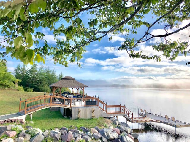 Side view of our 50ft deck and dock. Great for swimming or just enjoying the view. Watercraft welcome. The deck has seating for 8-10 and is equipped with a second bbq, fridge and counter for your convenience so you never have to leave !