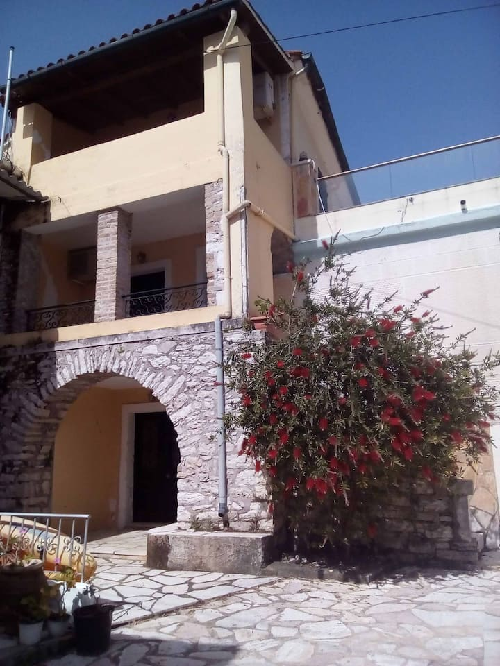 Angeliki's House/20m from beach/sea