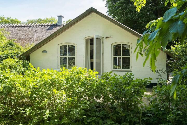 Fairytale Holiday Home in Aabenraa near Sea