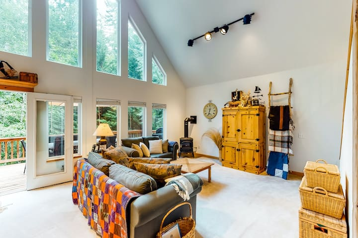 Rural, dog-friendly home with loft, deck, firepit, private grill, and game room!