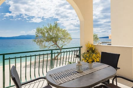 Apartment in Zaostrog, 5 meters from the sea  (2)