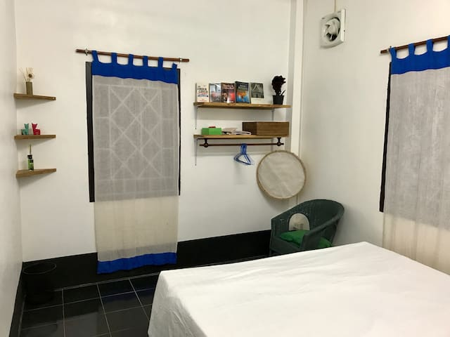 Bedroom (2 twin beds possible)