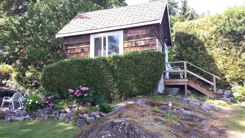 Creekside Cottage - West Vancouver - Stuga