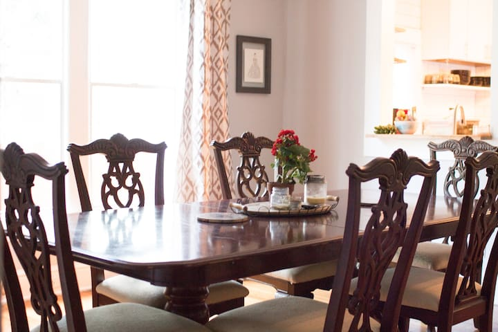 Historic Colonial Home (2mi. to downtown!)