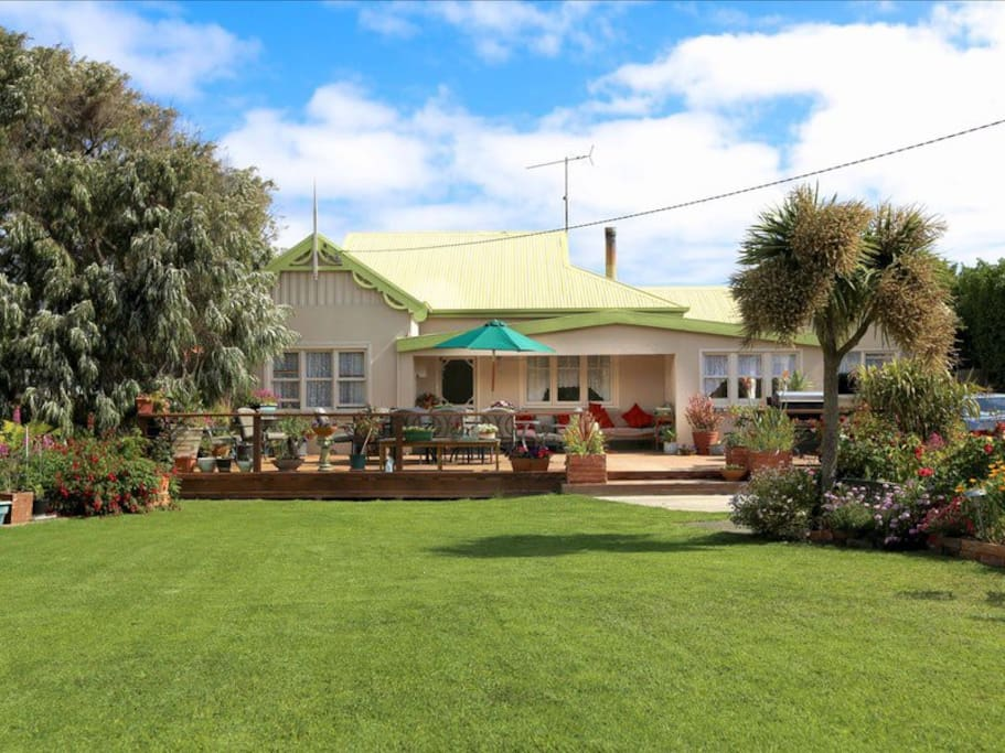 King Island Green Ponds Guesthouse offers country comfort for singles, couples or groups
