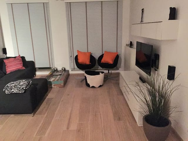 Clean, modern room close to center and beach - Amsterdam - Townhouse