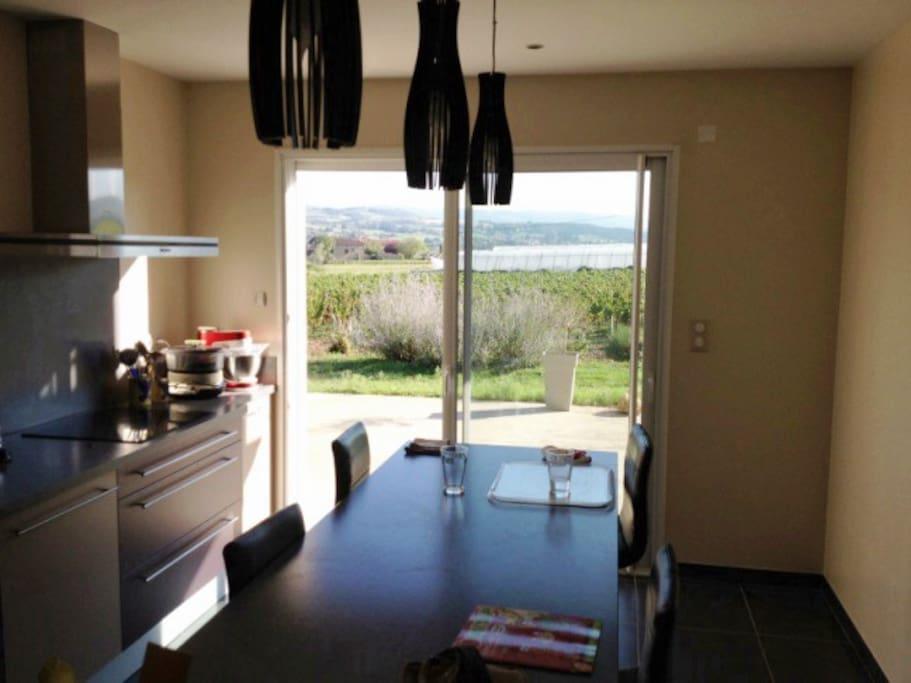 cuisine avec accès direct sur le terrasse