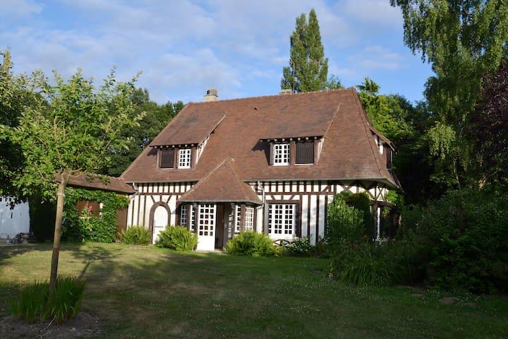 Jolie maison normande avec tennis