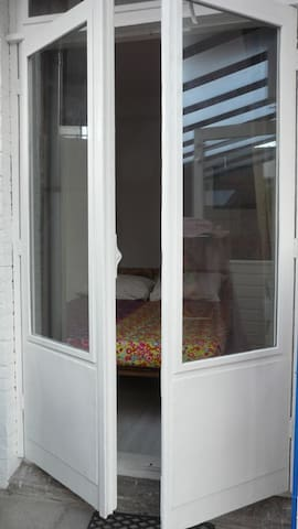 Ground floor appartment with backyard - Den Haag - Huoneisto