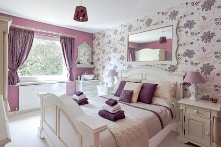Scotland Spa B&B - Plum Double Room - Bed & Breakfast