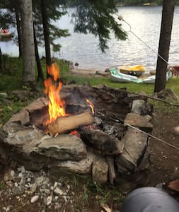 Beautiful lake front cottage 3 hrs from the GTA - Magnetawan - Kabin